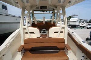 35' Scout 350 LXF 2014 Cockpit Seat