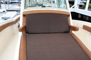 35' Scout 350 LXF 2014 Forward Lounge