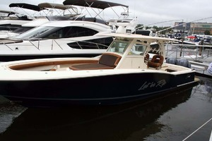35' Scout 350 LXF 2014 Profile - In Water