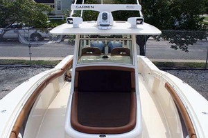 35' Scout 350 LXF 2014 Forward Seat and Storage