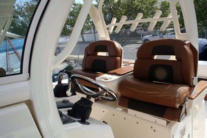 35' Scout 350 LXF 2014 Helm Chairs