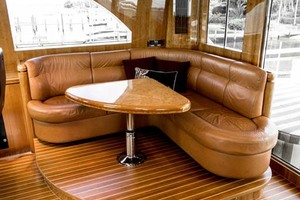 Horizon-Cockpit-Motor-Yacht-2008-Liberation-Stuart-Florida-United-States-Settee-in-Pilothouse-1075342