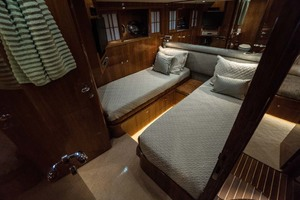82' Horizon Cockpit Motor Yacht 2008 Guest Twin Stateroom