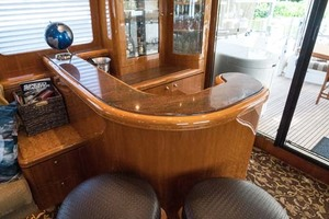 Horizon-Cockpit-Motor-Yacht-2008-Liberation-Stuart-Florida-United-States-Salon-Bar-Staftboard-Aft-1075316