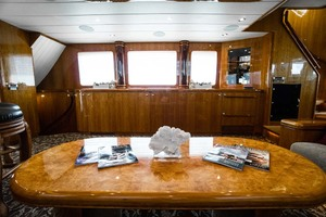 Horizon-Cockpit-Motor-Yacht-2008-Liberation-Stuart-Florida-United-States-Salon-Coffee-Table-1075322
