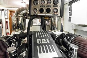 Horizon-Cockpit-Motor-Yacht-2008-Liberation-Stuart-Florida-United-States-Engine-Room-1075381