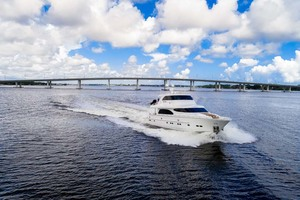Horizon-Cockpit-Motor-Yacht-2008-Liberation-Stuart-Florida-United-States-Running-View-1075313