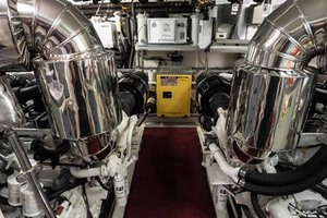 Horizon-Cockpit-Motor-Yacht-2008-Liberation-Stuart-Florida-United-States-Engine-Room-1075379