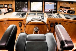Horizon-Cockpit-Motor-Yacht-2008-Liberation-Stuart-Florida-United-States-Pilothouse-Helm-1075338