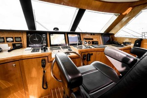 Horizon-Cockpit-Motor-Yacht-2008-Liberation-Stuart-Florida-United-States-Pilothouse-Helm-1075337