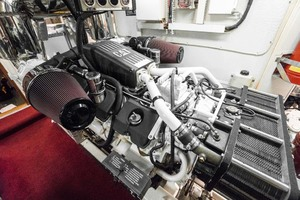 Horizon-Cockpit-Motor-Yacht-2008-Liberation-Stuart-Florida-United-States-Engine-Room-1075380