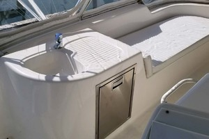 47' Riviera Convertible Sport Fisherman 2004 Flybridge Wet Bar