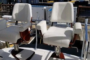 53' Riviera Convertible Sport Fisherman 2004 Brand New Chairs