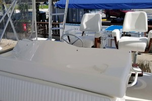 53' Riviera Convertible Sport Fisherman 2004 Flybridge Seating
