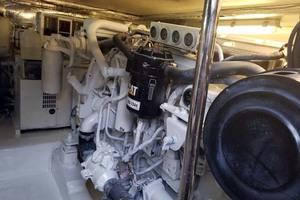 47' Riviera Convertible Sport Fisherman 2004 Engine Room