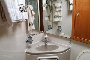 47' Riviera Convertible Sport Fisherman 2004 Master Sink