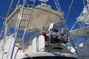 53' Riviera Convertible Sport Fisherman 2004 Flybridge Deck