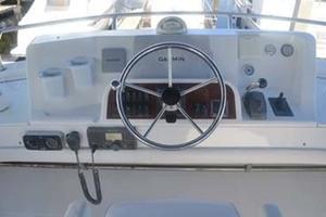 39' Mainship 395 Trawler 2010 Helm