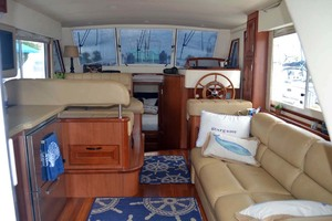 39' Mainship 395 Trawler 2010 Lower Helm And Salon