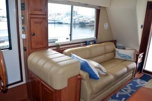39' Mainship 395 Trawler 2010 Salon Settee