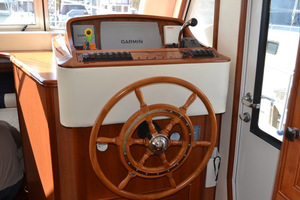 39' Mainship 395 Trawler 2010 Lower Helm