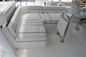 39' Mainship 395 Trawler 2010 Flybridge Seating