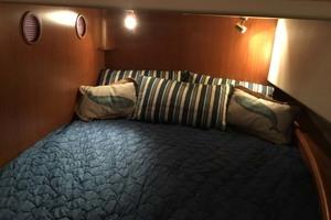 39' Mainship 395 Trawler 2010 Guest Cabin