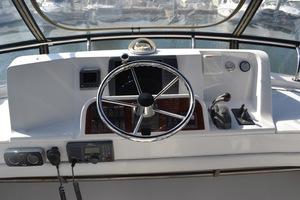 39' Mainship 395 Trawler 2010 Upper Helm