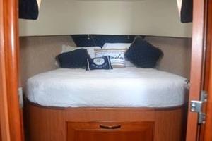 39' Mainship 395 Trawler 2010 Master Berth