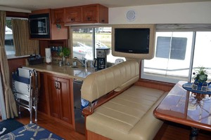 39' Mainship 395 Trawler 2010 Dining Galley And Salon TV