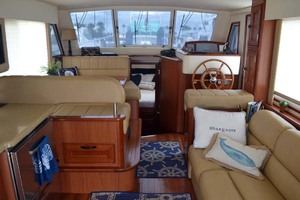 39' Mainship 395 Trawler 2010 Salon And Lower Helm