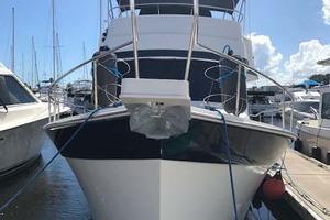 39' Mainship 395 Trawler 2010 Bow