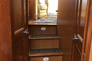39' Mainship 395 Trawler 2010 Steps To Staterooms