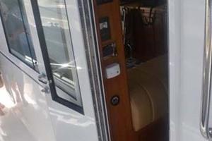 39' Mainship 395 Trawler 2010 Cabin Entry