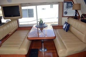 39' Mainship 395 Trawler 2010 Dining