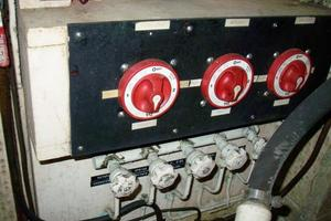 50' Grand Banks 50 Europa 1974 Battery Switches & Fuel Tank Manifolds