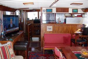 50' Grand Banks 50 Europa 1974 Salon_Forward