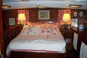 50' Grand Banks 50 Europa 1974 Master SR Walk-Around Berth
