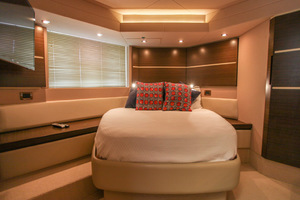 54' Azimut Flybridge 2014 Owners Suite to Stbd