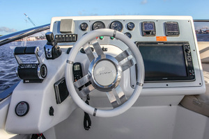 54' Azimut Flybridge 2014 Fybridge Helm Detail
