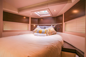 54' Azimut Flybridge 2014 VIP Suite from Stbd