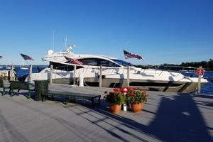 65' Sea Ray L65 Sundancer 2015