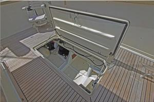 0' Offshore Pilothouse 2001 Lazarette