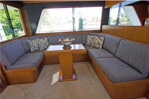 54' Offshore Yachts Pilothouse 2001 Salon Port