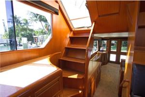 0' Offshore Pilothouse 2001 Flybridge Stairway