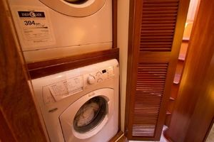 54' Offshore Yachts Pilothouse 2001 Washer/Dryer