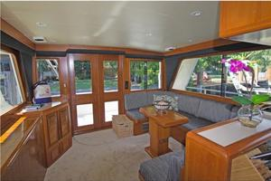 54' Offshore Yachts Pilothouse 2001 Salon Aft