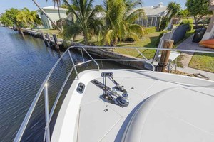 61' Viking Sport Cruiser 2003 Bow