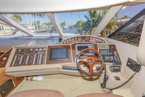 61' Viking Sport Cruiser 2003 Lower Helm