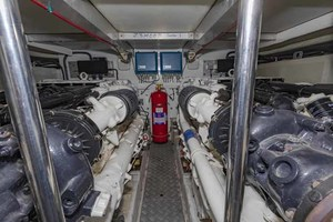 61' Viking Sport Cruiser 2003 Engine Room